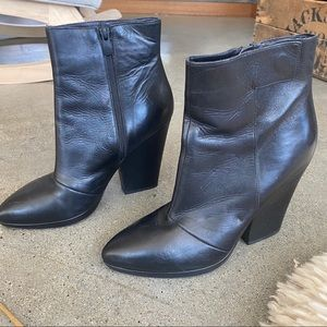 Vince Luisa leather ankle boot size 9 black